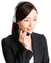 電話に対応するオペレーター