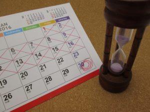 嫌がらせが続く期間をカレンダーに記録するイメージ